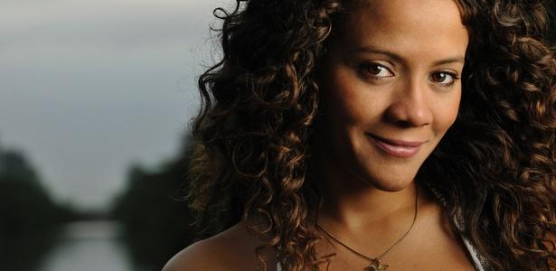 A atriz Aline Borges fala sobre sua personagem em Ribeirão do Tempo da Record (25/3/2011)