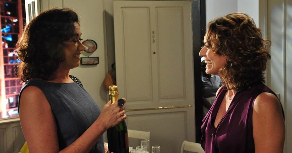 Lilia Cabral e Patricia Pillar em cena do episódio