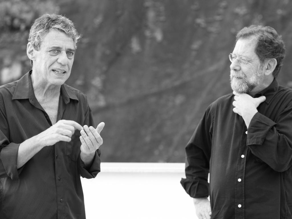 Cantor, compositor e escritor Chico Buarque é o primeiro entrevistado do programa