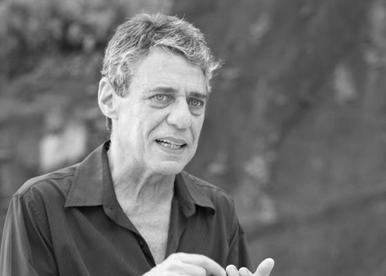 Cantor, compositor e escritor Chico Buarque é o primeiro entrevistado do programa Sangue Latino, com apresentação do jornalista Eric Nepomuceno, que estreia segunda-feira (25/4/11)