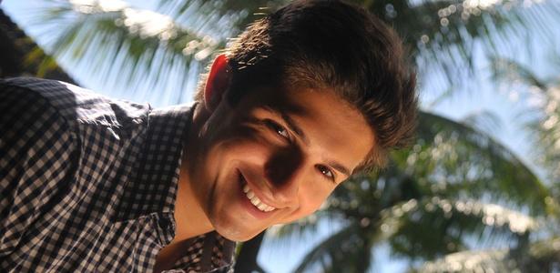 O ator Igor Cosso afirma que está aprendendo com o seu personagem em Malhação (27/4/11)