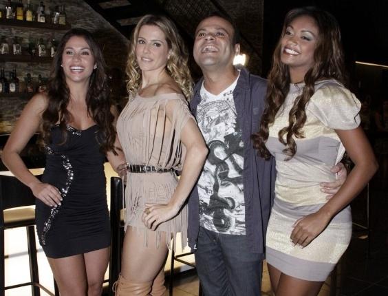 """Deborah Secco entre os ex-bbbs Maria, Daniel e Jaqueline em gravação de """"Insensato Coração"""" (26/4/11)"""