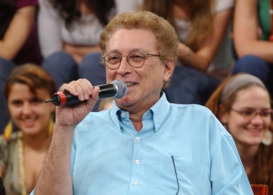"""O autor de novelas Aguinaldo Silva durante participação no """"Altas Horas"""" da Globo (2011)"""