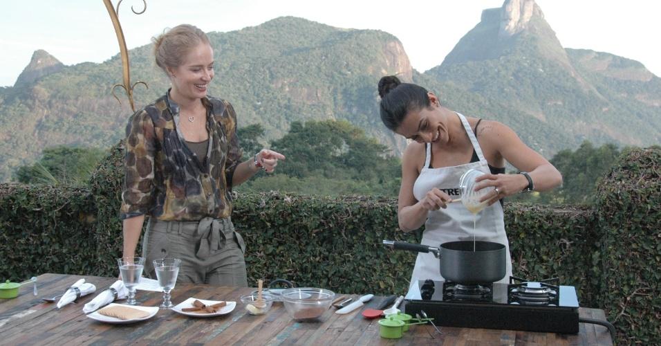 """Angélica e Cléo Pires durante gravação do """"Estrelas"""" da Globo (2011)"""