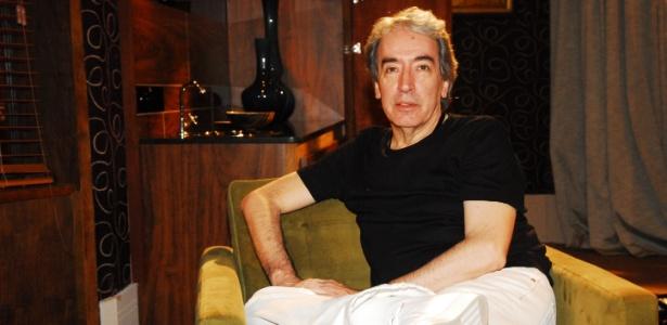 Alcides Nogueira ficou surpreso com a notícia de mudança no elenco de sua trama