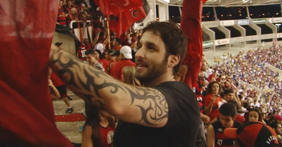 Rafinha Bastos acompanha o jogo do Flamengo em