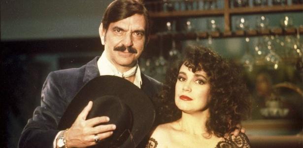 """Sinhozinho Malta (Lima Duarte) e Porcina (Regina Duarte) em cena da novela """"Roque Santeiro"""" (1985/86) - Divulgação"""