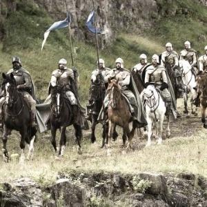 """""""Game of Thrones"""" se passa em um mundo em que as poderosas famílias Stark e Lannister lutam pelo controle dos sete reinos de Westeros."""