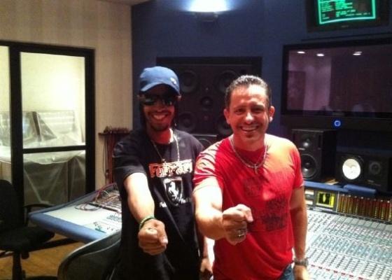 Ao lado de Rick Bonadio, MC Judson grava seu grande sucesso Buquê de Flor, no Midas Studios (9/5/11)