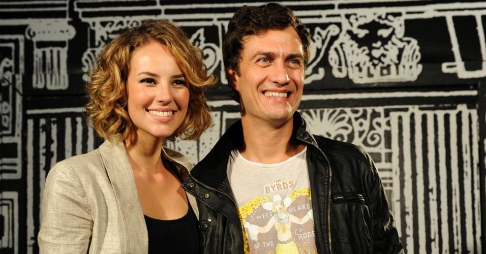 Paola Oliveira e Gabriel Braga Nunes no lançamento de
