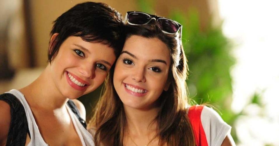 Bruna Linzmeyer e Giovanna Lancellotti em cena de