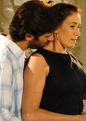 Flávio Tolezani e Lilia Cabral em cena da série