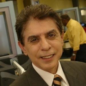 """Heródoto Barbeiro apresentador do jornal """"Record News"""" (2011)"""