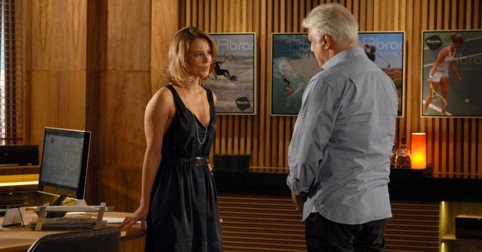 Paola Oliveira e Antônio Fagundes em cena de