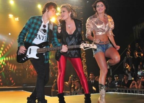 Chay Suede, Lua Blanco e Mel Fronkowiak ensaiam antes da gravação do primeiro show da banda em Rebelde nos estúdios da Recnov, em Vargem Grande, na zona oeste do Rio (6/6/11)