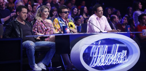 Da esquerda para a direita, o jurado Rick Bonadio, Luiza Possi, o convidado Falcão e Marco Camargo durante programa da terça-feira (7/6/2011)