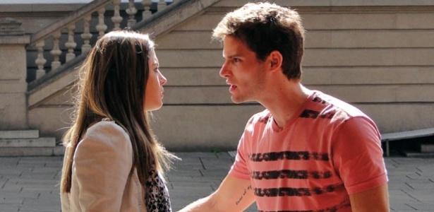 Rafa e Cecília brigam em Insensato Coração