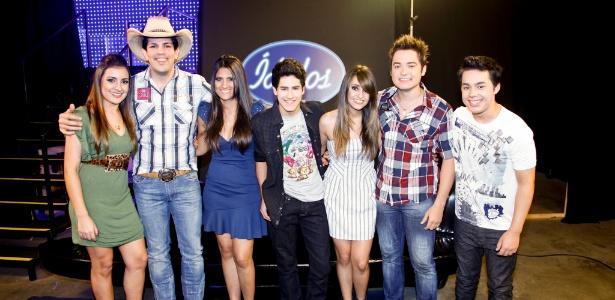 A dupla Fernando & Sorocaba com os participantes de Ídolos