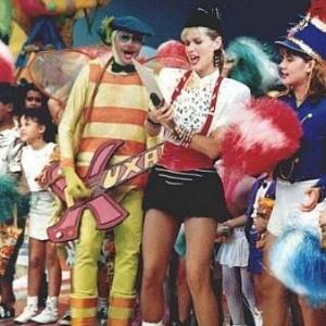 Xuxa e o assistente de palco Dengue