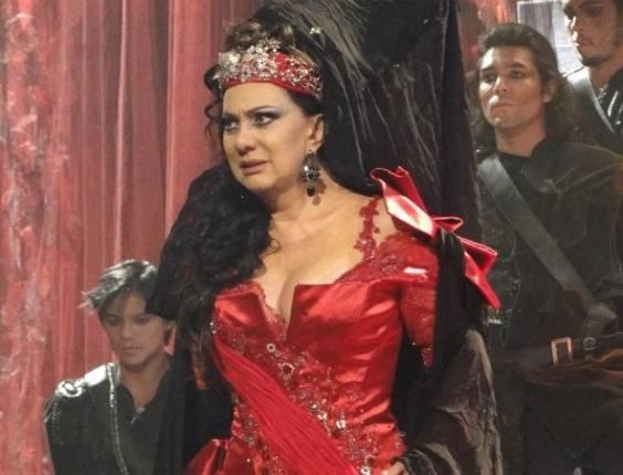 Eliane Giardini em cena da série