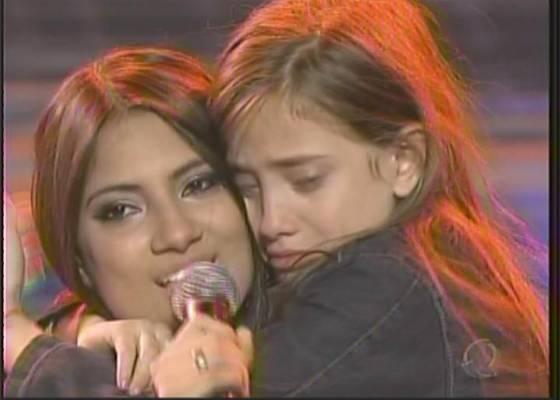 Hellen canta junto com a filha após ser eliminada do Ídolos 2011