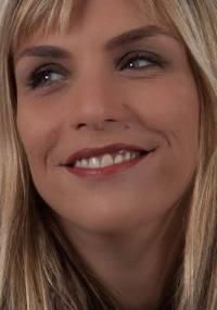 Ana Markun é atriz, tem 35 anos e é divorciada