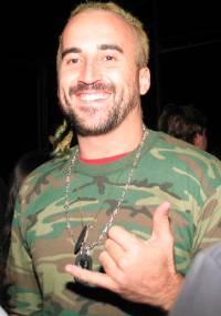 Gui Pádua é paraquedista e já namorou a ex-fazendeira Janaína Jacobina (28/6/2004)