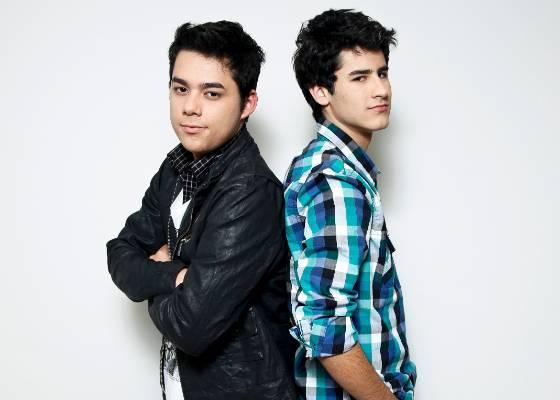 Os finalistas do programa Ídolos, Higor Rocha (esq.) e Henrique Lemes (dir.)