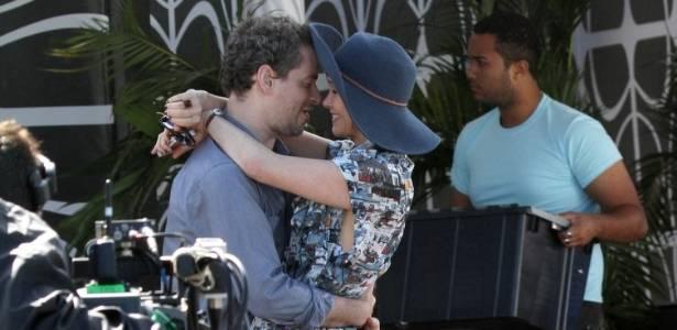 Dan Stulbach e Júlia Lemmertz gravam cena romântica para