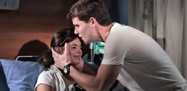 """Cena de Giovanna Lancellotti e Jonas Faro em """"Insensato Coração"""" (29/7/11)"""