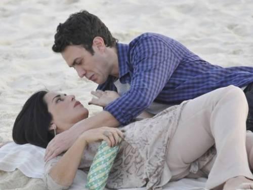 Norma (Glória Pires) e Léo (Gabriel Braga Nunes) gravam cenas de