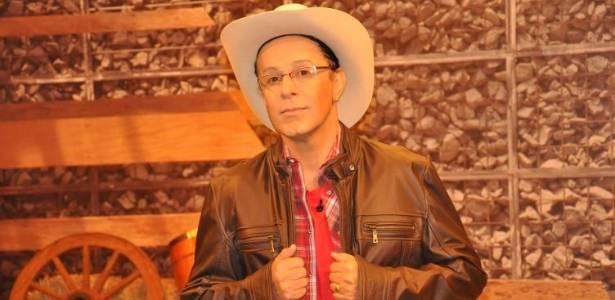 Tom Cavalcante faz sátira do apresentador Britto Jr, com o personagem Cabrito Jr, de