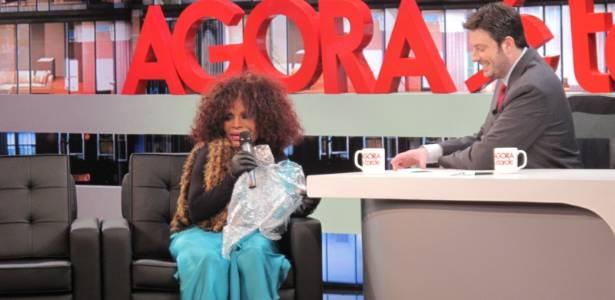Elza Soares é entrevistada por Danilo Gentili no programa