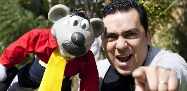 O humorista Eduardo Mascarenhas ao lado do seu fiel escudeiro, Xaropinho. Há 13 anos ele interpreta um dos personagens mais marcantes da televisão brasileira (2/8/11)