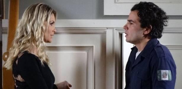 Flávia Alessandra e Anderson di Rizzi em cena de