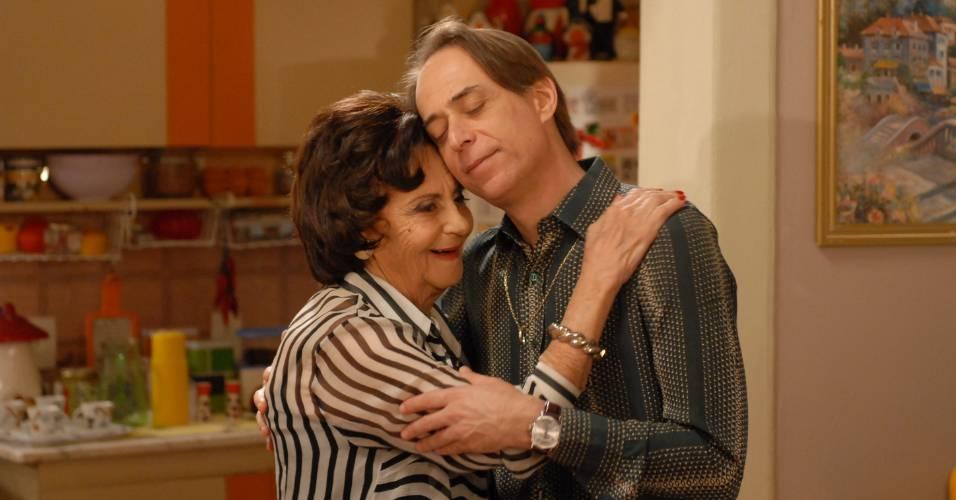 """Laura Cardoso e Pedro Cardoso em cena de """"A Grande Família"""" (18/8/2011)"""