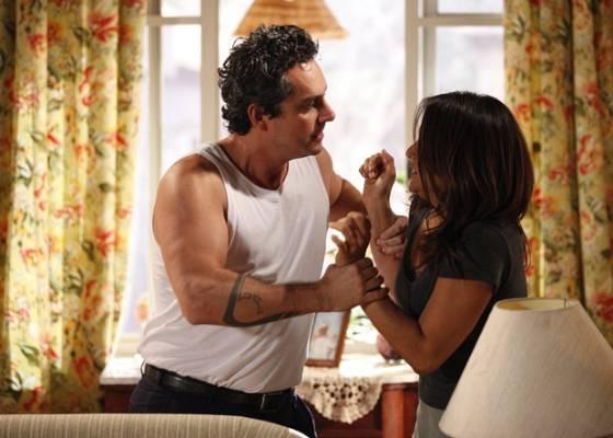 Alexandre Nero e Dira Paes em cena de Fina Estampa (25/8/2011)