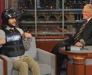 Ashton Kutcher grava participação no programa de David Letterman, nos Estados Unidos (24/08/2011)