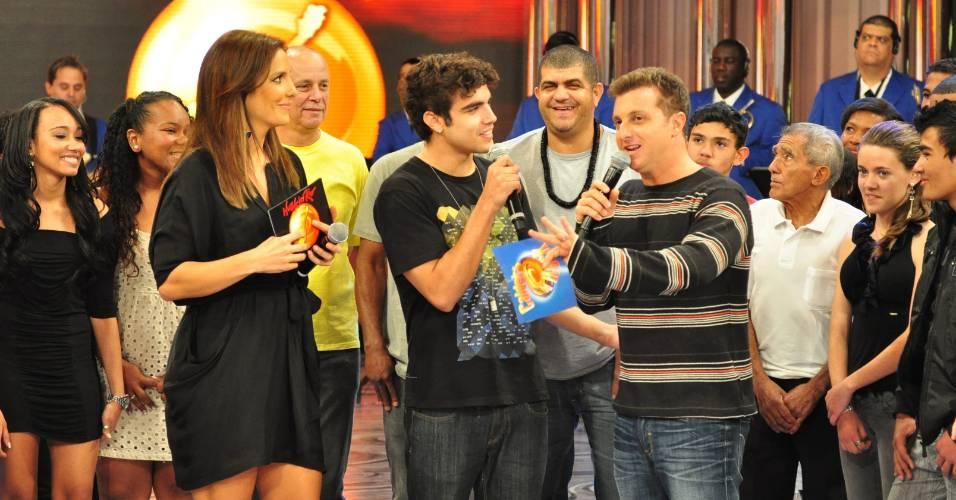 Da esquerda para a direita, Ivete Sangalo, Caio Castro e Luciano Huck durante gravação do