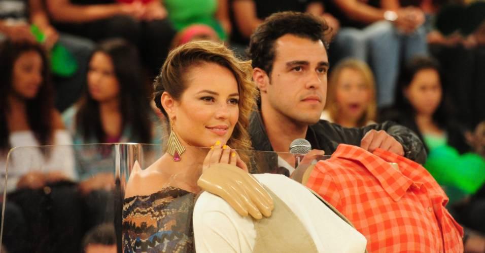 Paola Oliveira e Joaquim Lopes durante gravação do