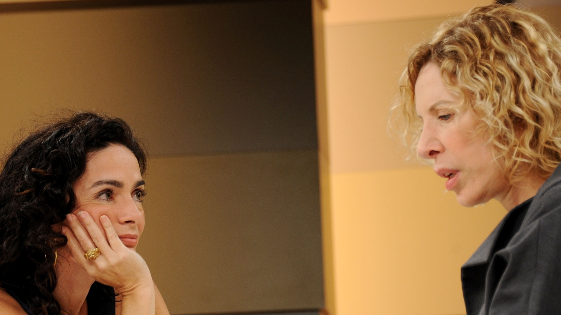 Claudia Ohana é entrevistada por Marília Gabriela no