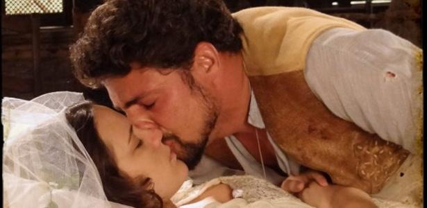 Em velório, Açucena desperta com um beijo de Jesuíno