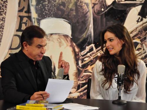 O apresentador Amaury Jr. entrevista a Miss Brasil Priscila Machado