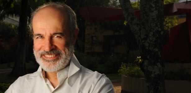 Osmar Prado tem aproximadamente 55 anos de carreira e quase 60 produções televisivas no currículo