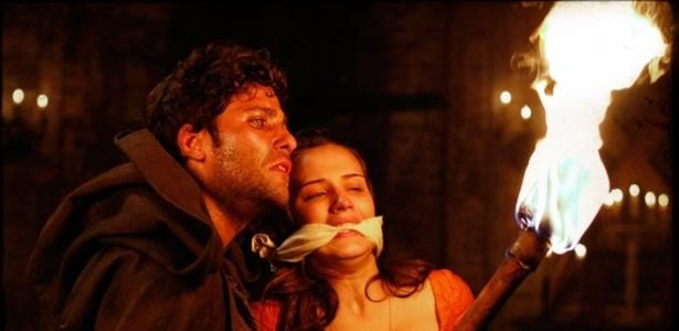 Após causar incêndio para matar Açucena, vilão Timóteo acaba vítima da própria armadilha