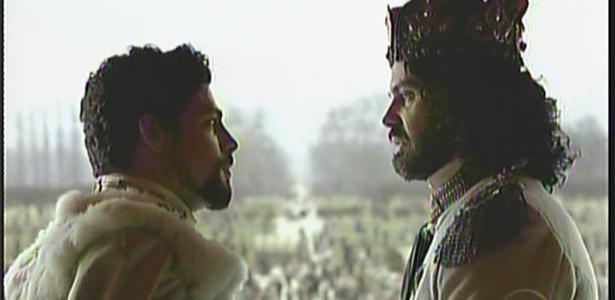 Jesuíno entrega a coroa de Seráfia ao rei Augusto e volta para Brogodó