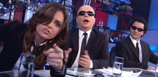 """Monica Iozzi, Marcelo Tas e Marco Luque na bancada do """"CQC"""" no dia em que Rafinha Bastos foi afastado (3/10/2011)"""