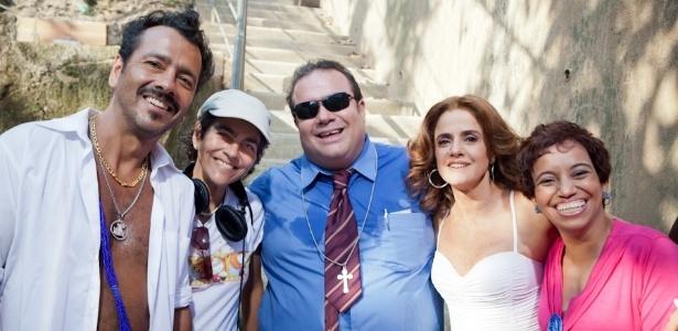 """Marcos Palmeira, a diretora Betse de Paula, André Mattos, Marieta Severo e Maria Assumpção, que fazem parte da equipe do filme """"Vendo ou Alugo?"""""""