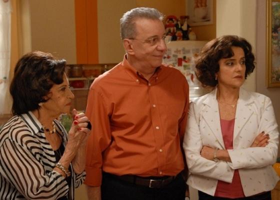 Da esquerda para a direita, Laura Cardoso, Marco Nanini e Marieta severo em cena de A Grande Família (13/10/2011)
