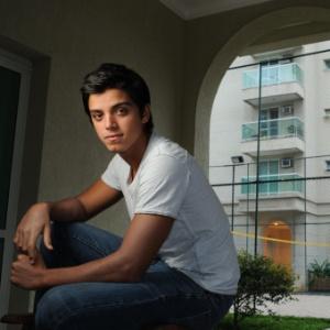 O ator Rodrigo Simas (13/10/11)